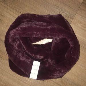 Burgundy faux-fur infinity scarf